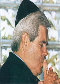 Newt Gingrich Wearing Jewish Cap (Kippah)